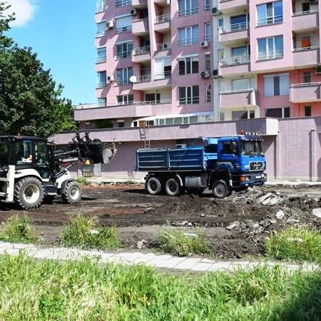 "Строят голям паркинг на ул. ""Пере Тошев"" в Южен"