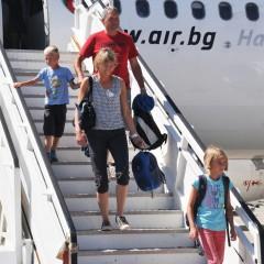 Туристи на летището в Бургас