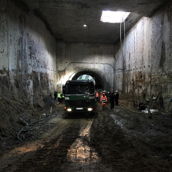 Оказва се, че тунелопробивната машина е закачила водопроводни канали (Сн. Архив)