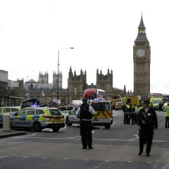 Прострелян е намушкалият полицай в Лондон (Обновена)<br /> 4 снимки