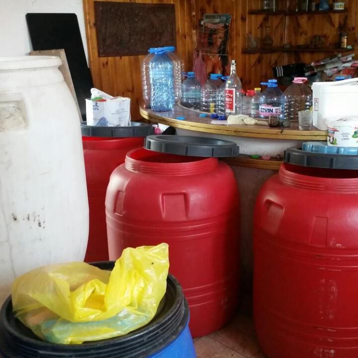 610 л. алкохол без документи e открит в частен имот, собственост на две лица