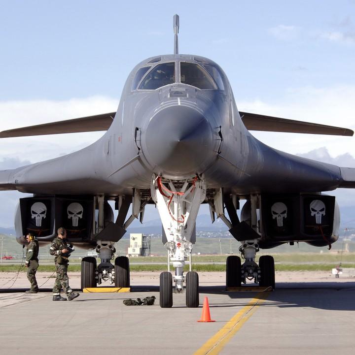 Тежкият американски бомбардировач B-1B Lancer обстреля цели близо до Северна Корея по  време на учения вчера